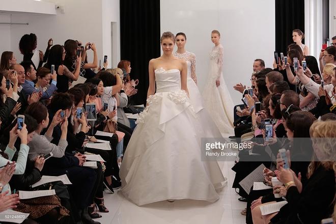 Muốn gây ấn tượng trong ngày trọng đại, các cô dâu đừng bỏ qua 7 mẫu váy này - Ảnh 25.