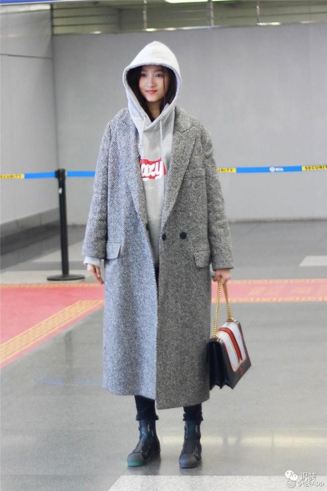 Áo nỉ vừa tiện vừa ấm, nhưng mặc sao để không bị luộm thuộm thì bạn phải bỏ túi ngay 4 công thức này - Ảnh 20.