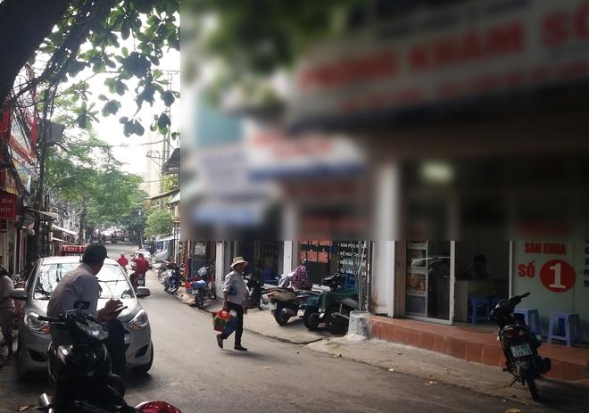 Hà Nội: Chánh thanh tra Sở Y tế trả lời về những túi ni lông đen được vứt ra xe rác từ phòng khám thai - Ảnh 2.