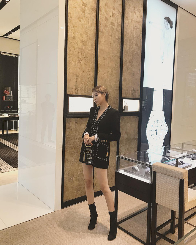 Thu/Đông này, không phải blazer, những đôi giày kiêm tất mới là món đồ đang chiếm lĩnh tủ đồ của sao Việt - Ảnh 16.