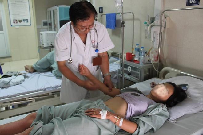 Hà Nội: Dịch sốt xuất huyết bùng phát chóng mặt khu Cầu Giấy - Ảnh 1.