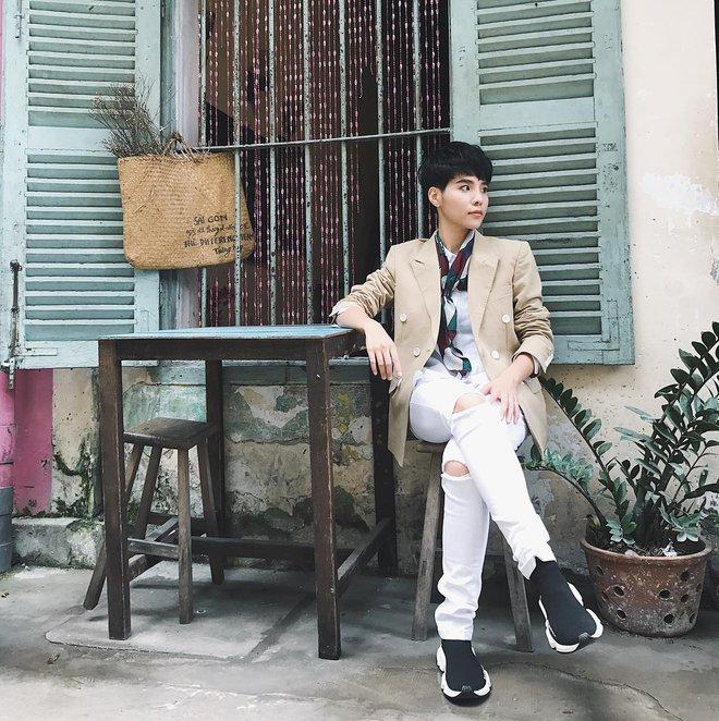 Thu/Đông này, không phải blazer, những đôi giày kiêm tất mới là món đồ đang chiếm lĩnh tủ đồ của sao Việt - Ảnh 25.