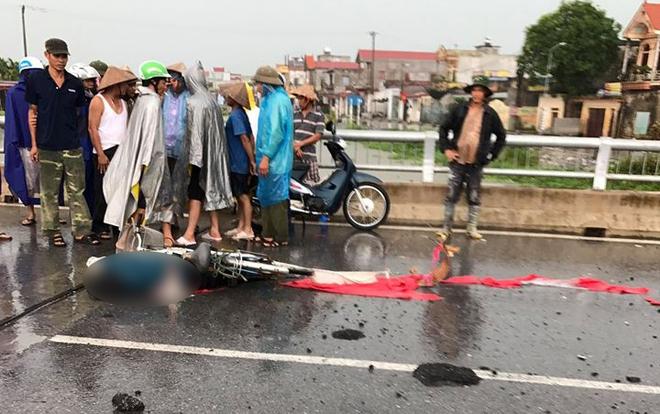 Nam Định: Sét đánh trúng một người phụ nữ đang đi xe đạp tử vong thương tâm tại chỗ - Ảnh 1.