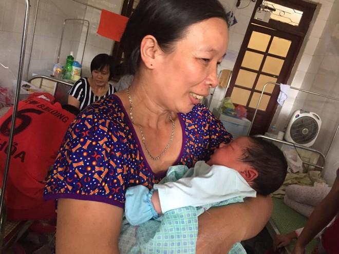 Bố cháu bé sơ sinh nặng kỷ lục sinh ở Vinh Phúc: Tôi không tin sự thật nên phải cân lại - Ảnh 5.