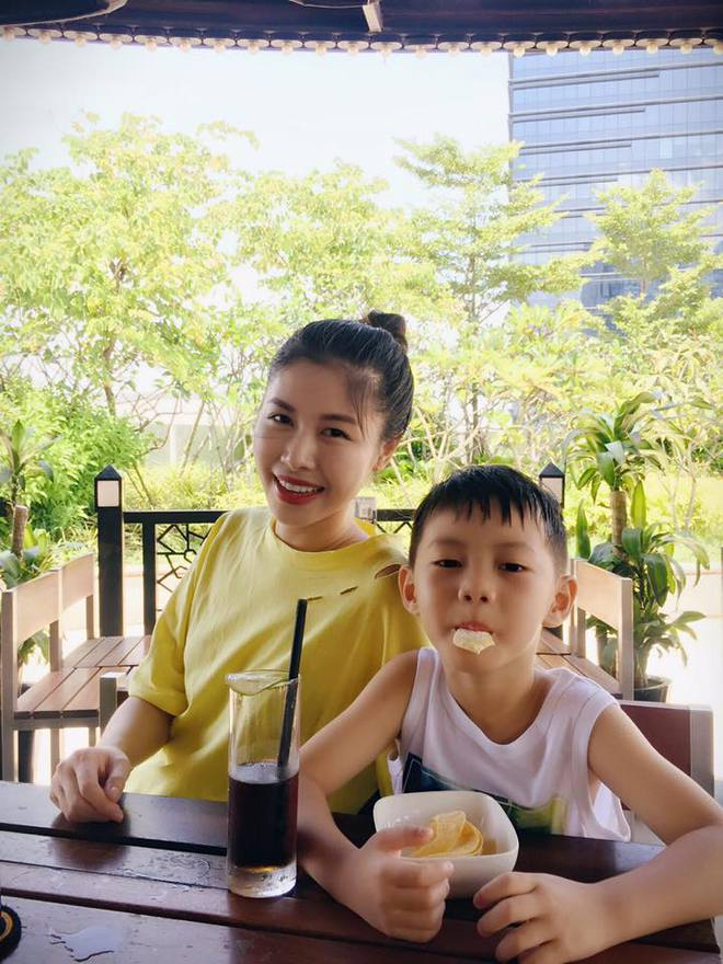 Thủy Anh - vợ ca sĩ Đăng Khôi, cựu hot girl đình đám một thời nay đã thành mẹ 2 con sang chảnh - Ảnh 13.