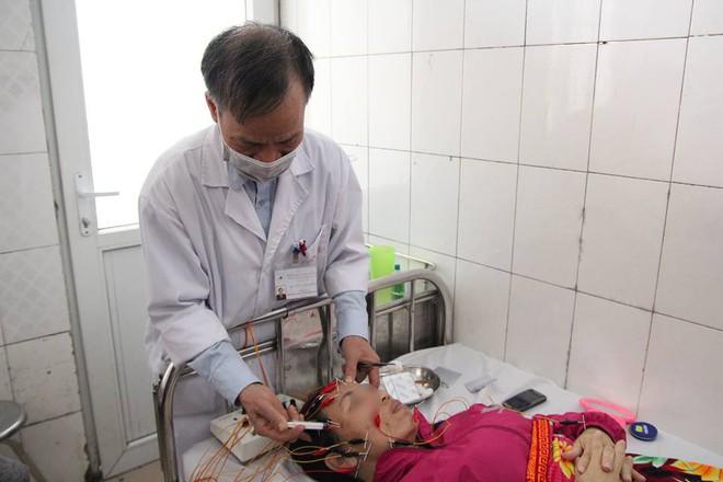 Hà Nội: Mỗi ngày có hàng chục trẻ em, người lớn nhập viện vì méo mặt do lạnh kéo dài - Ảnh 1.