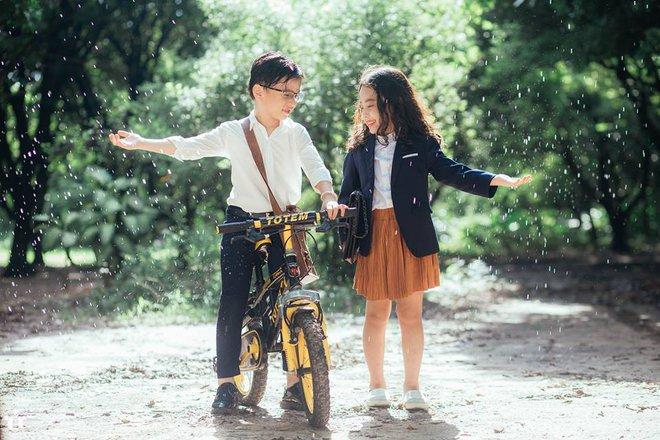 Truy lùng danh tính cặp đôi Em gái mưa phiên bản nhí trong bộ ảnh đang gây bão táp mạng xã hội - Ảnh 1.