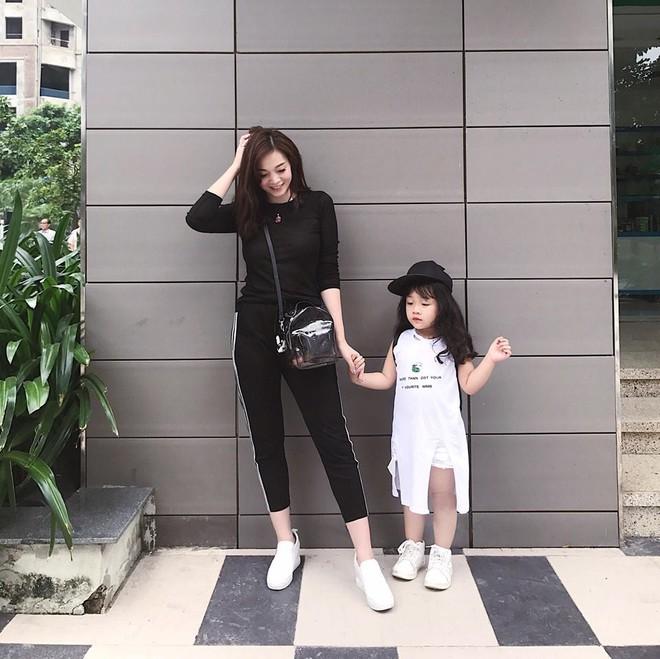 Sắp 30 đến nơi, cựu hot girl Ngọc Mon vẫn trẻ trung sành điệu, hưởng thụ cuộc sống viên mãn bên chồng kém tuổi - Ảnh 8.