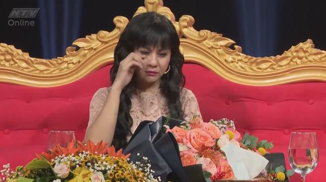 Cát Phượng khóc ngất khi nhận hoa từ Kiều Minh Tuấn - Ảnh 3.