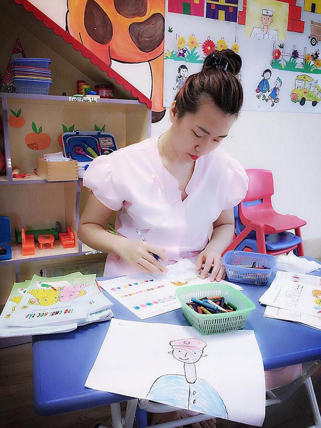Cô giáo Hà Nội xinh đẹp dí dỏm kể kỷ niệm ngày đầu đi dạy: Khóc như mưa đòi hôm sau không đến trường - Ảnh 7.