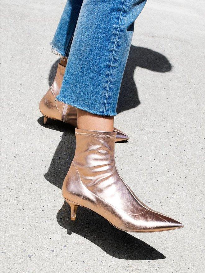 Boots đế ngắn tin hin - thiết kế không thể bỏ qua khi vào mùa trời đang nắng bỗng nhiên mưa rào  - Ảnh 19.