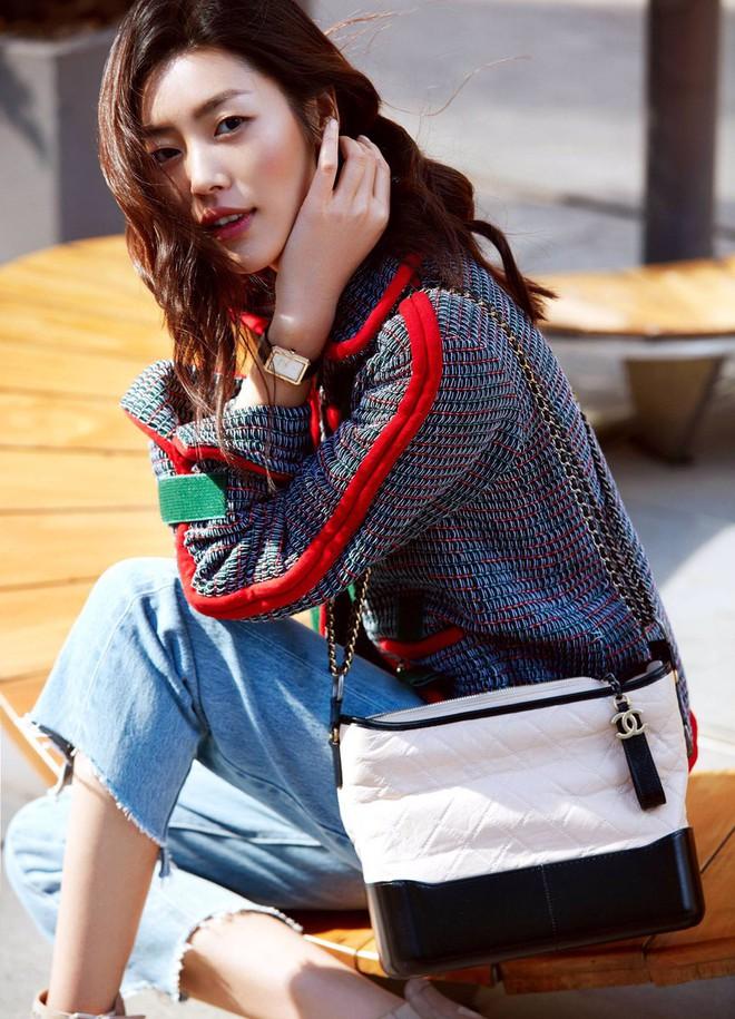 Túi mới của Chanel: Chưa ra mắt được bao lâu đã làm mưa làm gió tủ đồ của loạt sao Hoa ngữ - Ảnh 4.