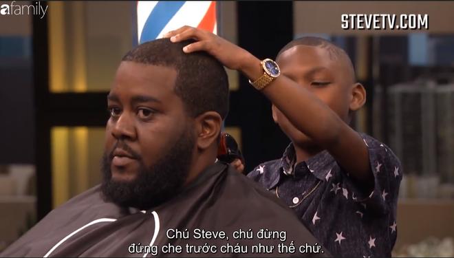 Cậu bé 8 tuổi quá tinh nghịch khiến MC Steve Harvey thấy lo sợ khi đứng gần - Ảnh 5.