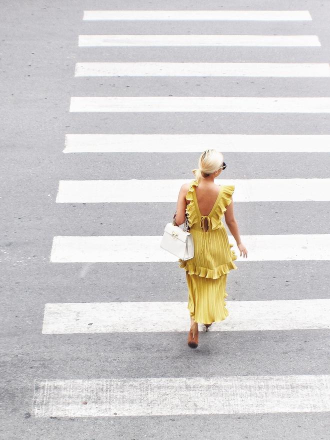 Mờ nhạt về phong cách ăn mặc: Chuyên gia tối giản mách nước tuyệt chiêu để nổi bật và sành điệu nhất hội chị em! - Ảnh 6.