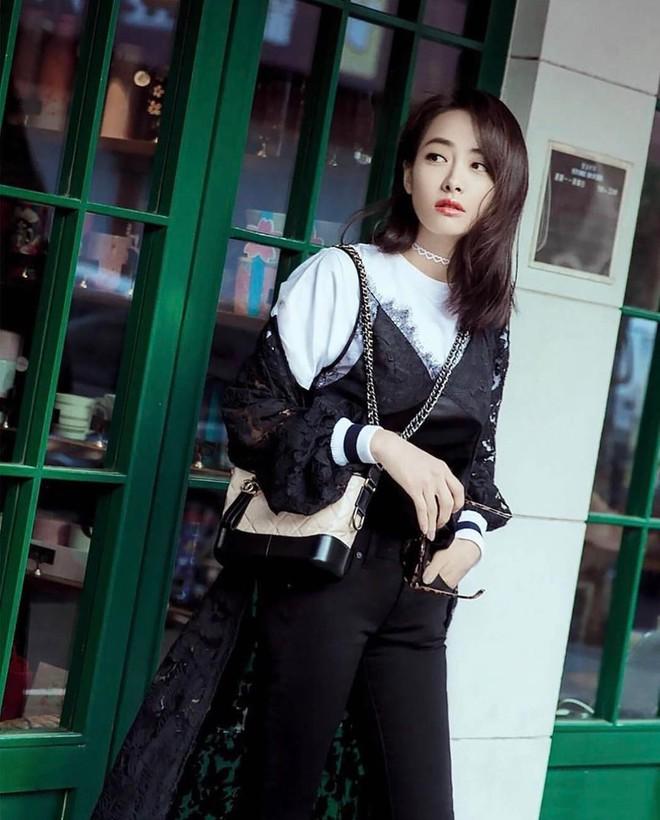 Túi mới của Chanel: Chưa ra mắt được bao lâu đã làm mưa làm gió tủ đồ của loạt sao Hoa ngữ - Ảnh 10.