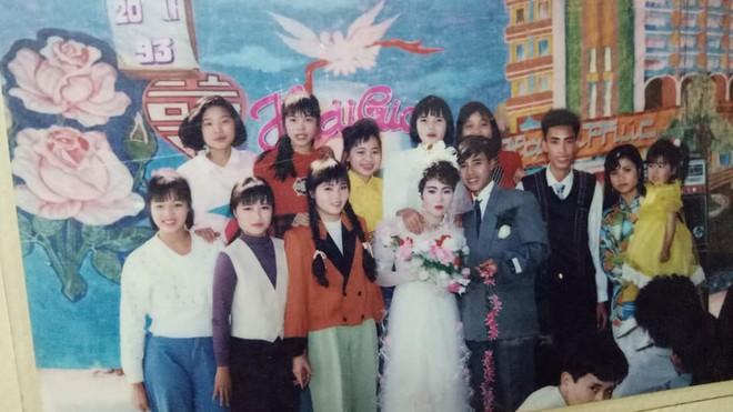 Đám cưới chất chơi thời bố mẹ anh thập niên 90: Pháo nổ râm ran, cả làng chạy theo cô dâu chú rể - Ảnh 6.