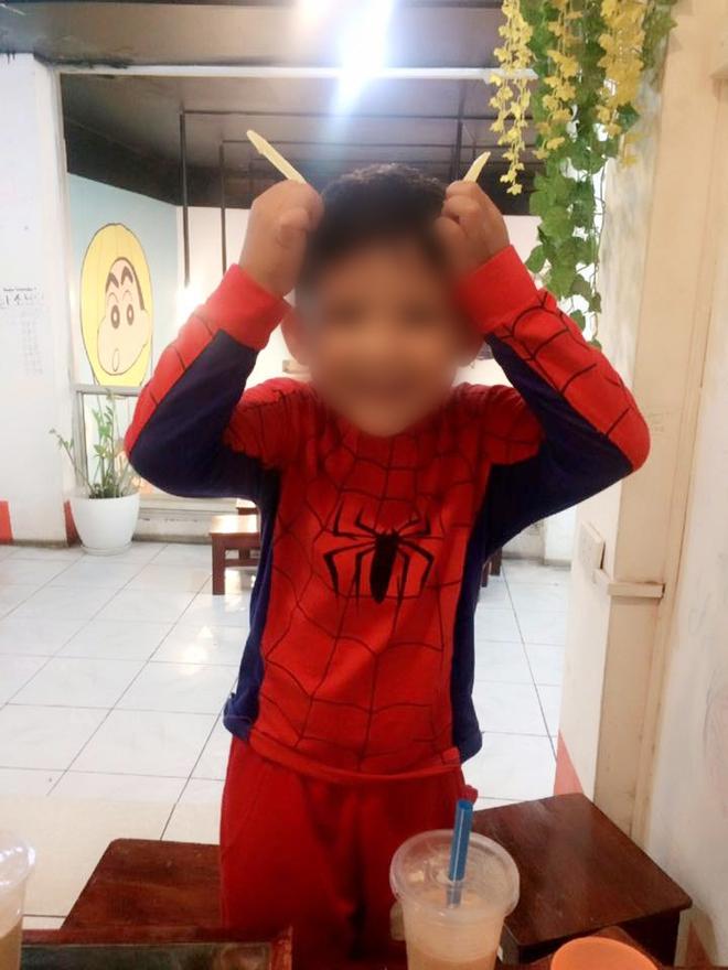 Bé trai 5 tuổi bị tự kỷ sốc tâm lý do bố mẹ hay quát mắng, ép học trước chương trình lớp 1 - Ảnh 2.