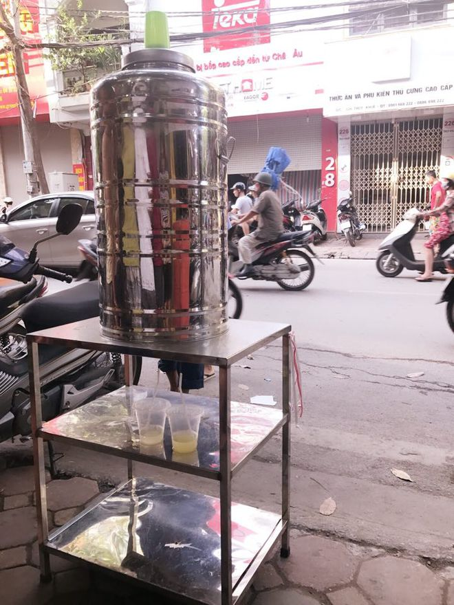 Trước giờ G điểm, bánh Trung thu cổ truyền nổi tiếng nhất Hà Nội đã có hiện tượng cháy hàng - Ảnh 2.