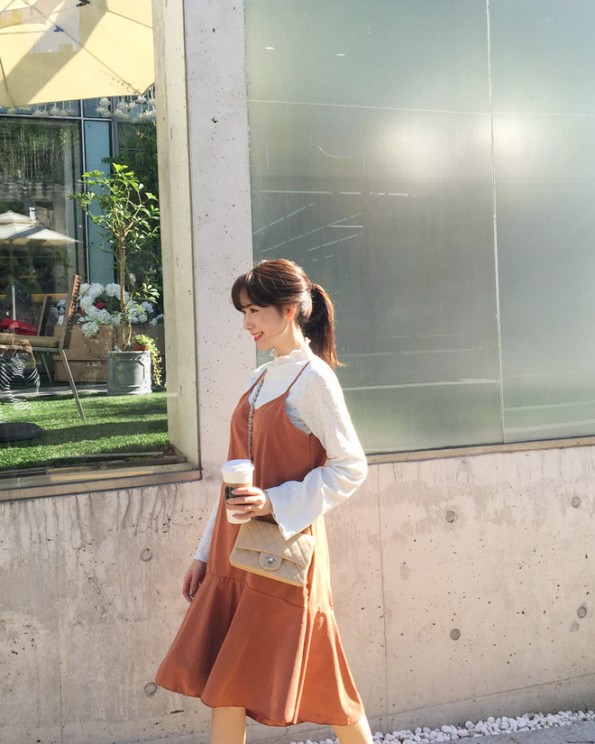 Váy áo cổ hoa phăng - item hot nhất nhì mùa thu mà các nàng không thể bỏ qua - Ảnh 2.