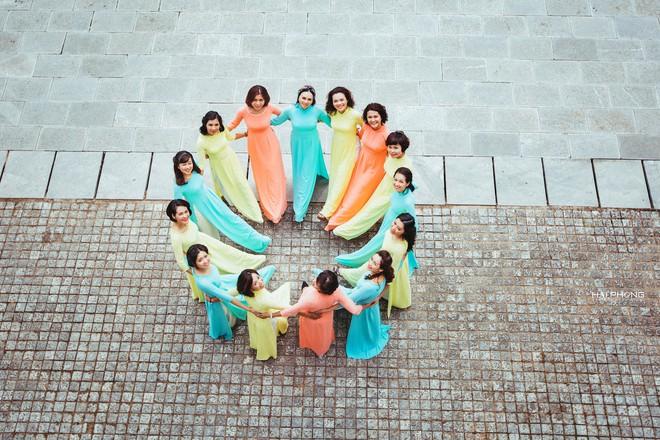 Bộ ảnh kỷ niệm 20 năm hội bạn thân Hà Nội sẽ khiến ta thầm mong một tình bạn như thế - Ảnh 11.