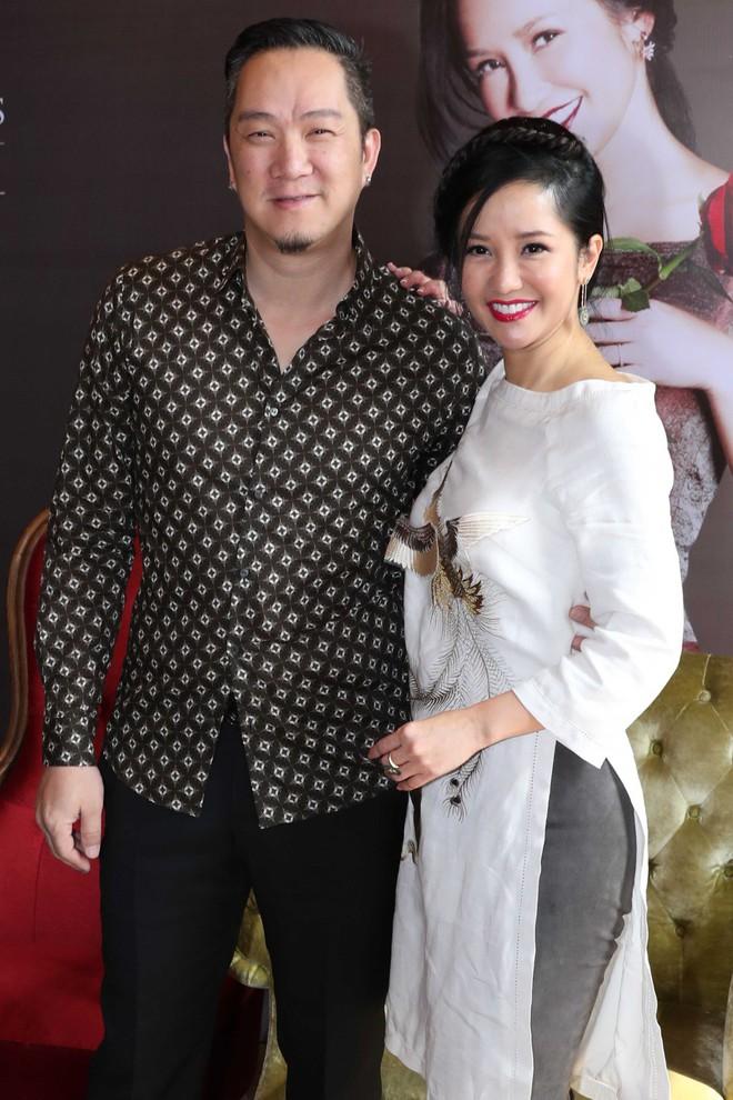 Cặp song sinh lai Tây nhà Hồng Nhung xuất hiện đáng yêu bên mẹ  - Ảnh 8.