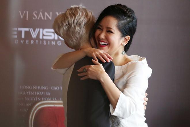 Cặp song sinh lai Tây nhà Hồng Nhung xuất hiện đáng yêu bên mẹ  - Ảnh 6.