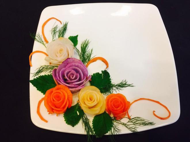 Mách bạn cách trang trí đĩa ăn tuyệt đẹp hình hoa hồng từ củ cải - Ảnh 5.