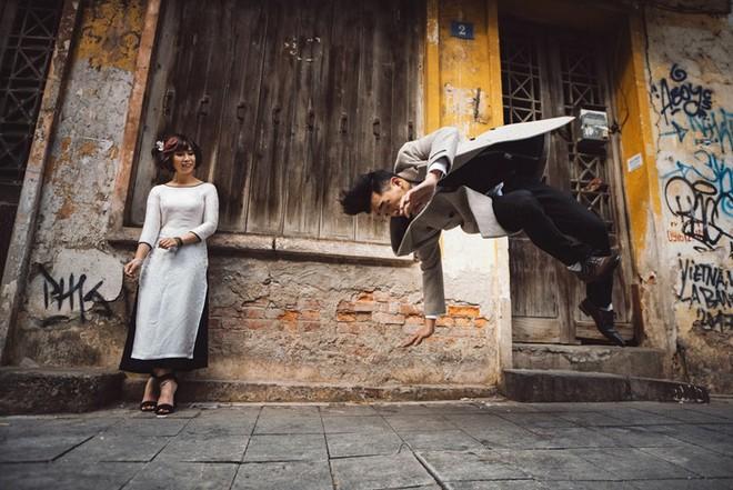 """Nhảy vòng quanh Hà Nội - ảnh cưới """"chất phát ngất"""" của cặp đôi vũ công """"chị ơi, em yêu chị"""" - Ảnh 1."""