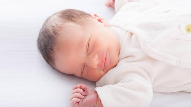 8 bước giúp bé ngủ ngon một mạch tới sáng mẹ nào cũng có thể áp dụng - Ảnh 1.