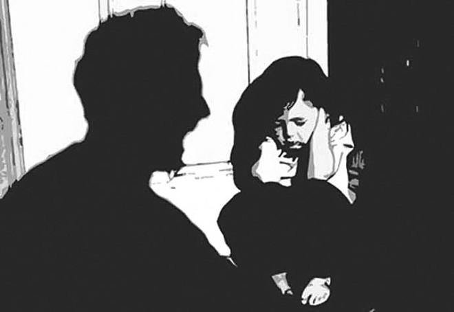 Bắt gã hàng xóm giở trò đồi bại với bé gái sau khi xem phim đen - Ảnh 1.
