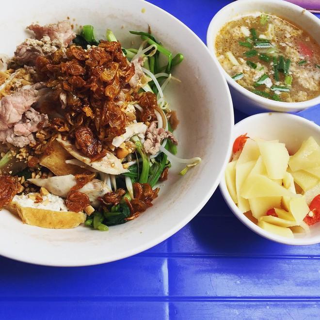 8 món ăn thần thánh giúp bạn chống chọi với thời tiết rán trứng giữa đường của Hà Nội - Ảnh 19.