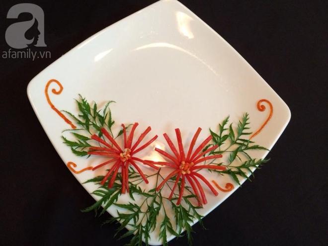 5 cách trang trí đĩa ăn siêu đẹp theo chủ đề hoa lá - Ảnh 1.