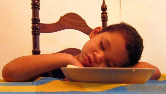 Thời gian biểu cho trẻ đi ngủ theo độ tuổi khiến các mẹ tranh cãi nảy lửa - Ảnh 4.