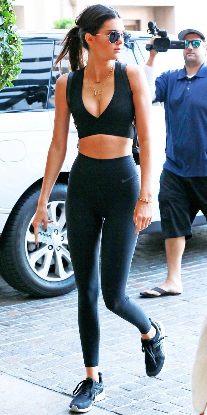 Học lỏm bí quyết giữ gìn vóc dáng siêu đơn giản của hot girl Kylie Jenner - em út nhà Kardashian - Ảnh 7.