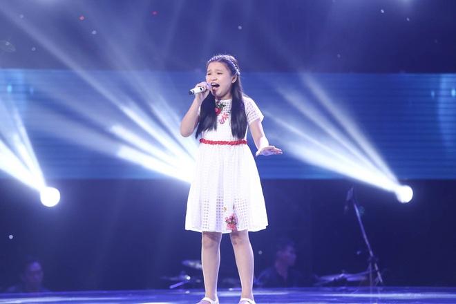 Bé gái biết nói giọng 3 miền, thả thính HLV Giọng hát Việt nhí khiến khán giả phát cuồng - Ảnh 12.