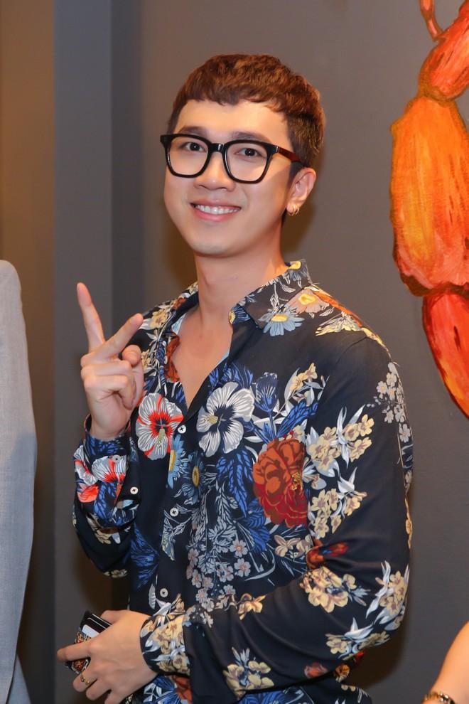 Kaity Nguyễn xinh xắn diện đầm kín như bưng xuất hiện bên bạn trai Will - Ảnh 7.