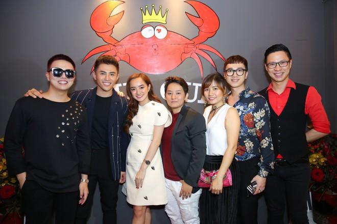 Kaity Nguyễn xinh xắn diện đầm kín như bưng xuất hiện bên bạn trai Will - Ảnh 5.