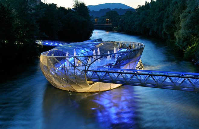 Chiêm ngưỡng những cây cầu độc đáo nhất thế giới - Ảnh 3.
