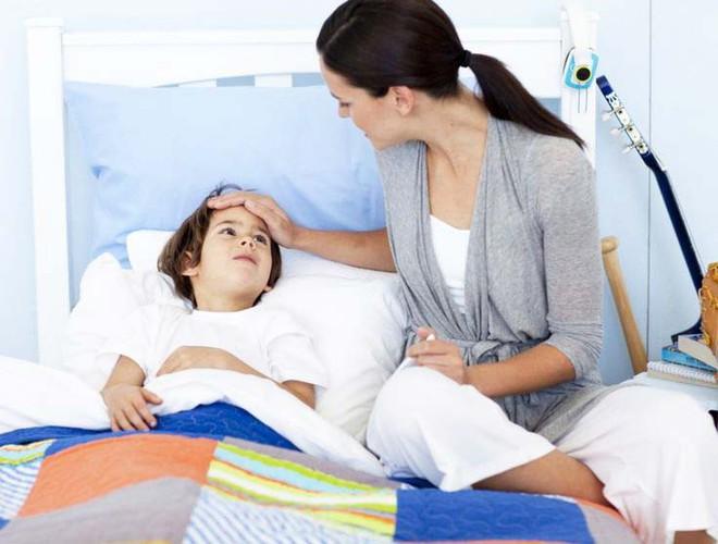 Con đau rát cổ, quấy khóc dữ dội vì bệnh viêm họng khiến mẹ phải ra tay với 21 phương thức chăm sóc mau khỏi - Ảnh 5.