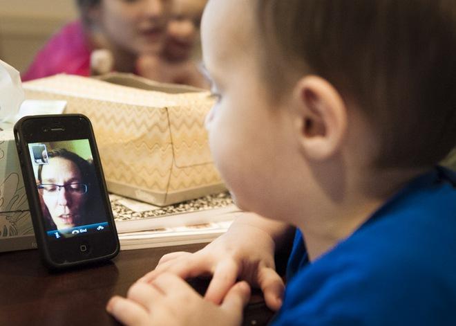 5 lầm tưởng của bố mẹ về tác hại của các thiết bị điện tử đến trẻ nhỏ - Ảnh 2.