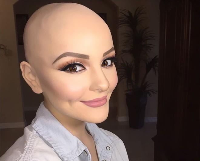 Cô gái 17 tuổi xinh như búp bê cắt trụi tóc để chụp ảnh, biết được sự thật ai cũng nể phục - Ảnh 9.