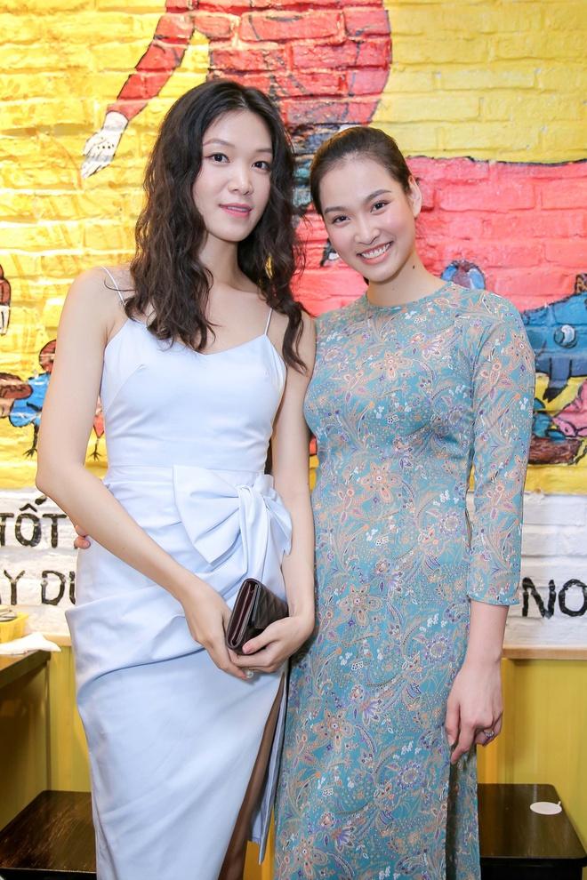 Hoa hậu Thùy Dung bất ngờ tái xuất, khoe sắc bên siêu mẫu Vương Thu Phương - Ảnh 1.
