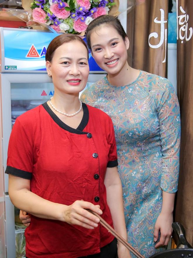 Hoa hậu Thùy Dung bất ngờ tái xuất, khoe sắc bên siêu mẫu Vương Thu Phương - Ảnh 4.