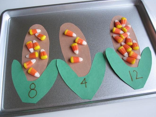 Bé sẽ làm toán lớp 1 thành thạo nếu bố mẹ biết và dạy cho con những cách hay ho này - Ảnh 2.
