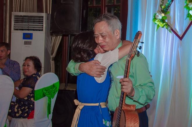 Đám cưới xanh bạc hà của cô dâu Việt quen chàng trai Thụy Điển vì một ly bia, yêu vì một chai rượu - Ảnh 17.