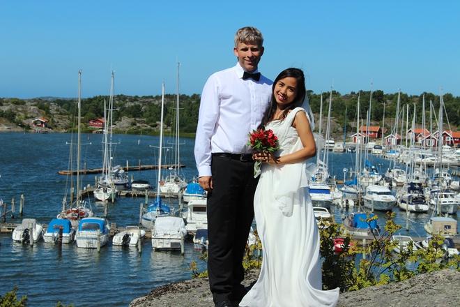 Đám cưới xanh bạc hà của cô dâu Việt quen chàng trai Thụy Điển vì một ly bia, yêu vì một chai rượu - Ảnh 1.