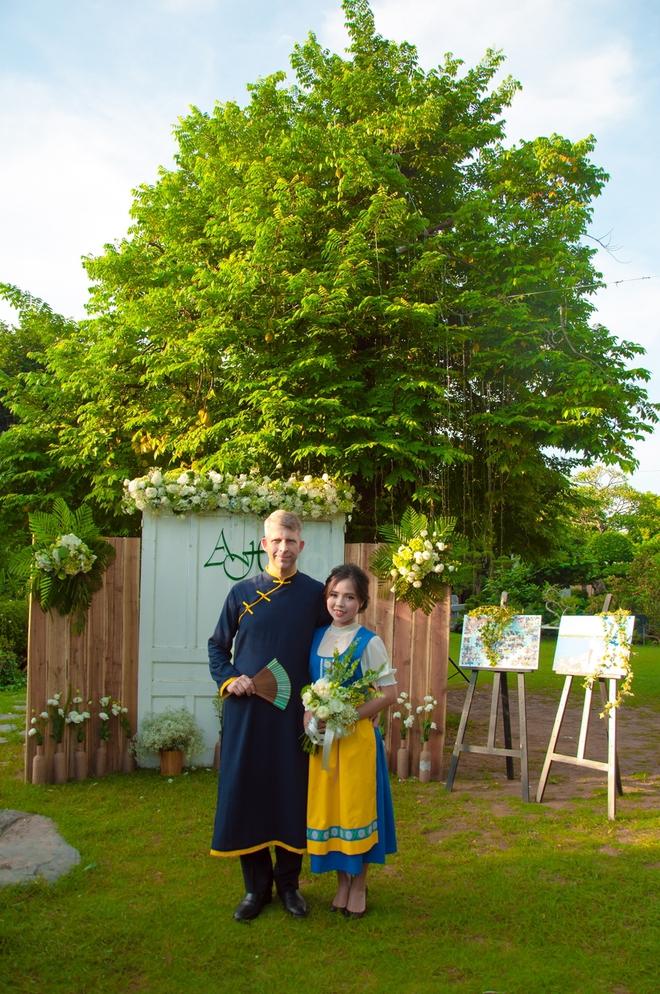 Đám cưới xanh bạc hà của cô dâu Việt quen chàng trai Thụy Điển vì một ly bia, yêu vì một chai rượu - Ảnh 4.