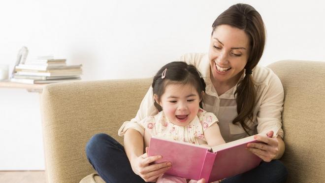 Thay vì ép con học chữ sớm, bố mẹ cần làm việc này để con quen với chữ trước khi vào lớp 1 - Ảnh 3.