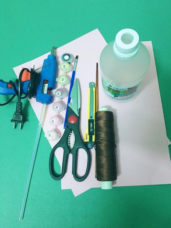 3 bước đơn giản tận dụng chai nhựa: Có ngay đèn Trung thu cho bé ngộ nghĩnh, độc đáo khiến con tự hào - Ảnh 1.