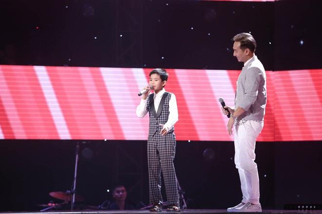 Cậu bé nông dân gây chấn động Giọng hát Việt nhí vì hát chầu văn quá mức xuất sắc - Ảnh 4.